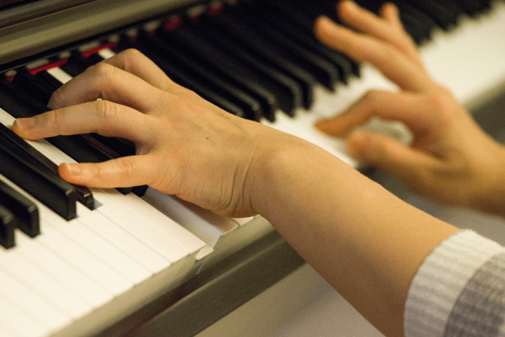 7 Simple Tips for Adults Who Want to Learn Piano