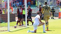 Milan Akhiri Musim dengan Kekalahan