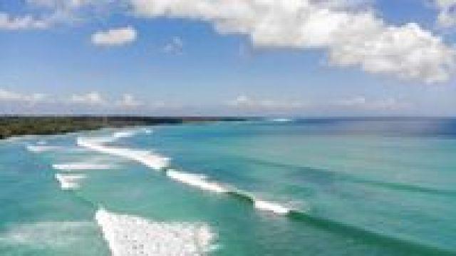Hasil gambar untuk pantai plengkung