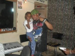"Lolilo au studio avezc sa fille"" Lahma (www.akeza.net)"