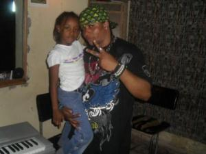 Lolilo et sa fille ainée Lahma au studio (www.akeza.net)