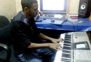 Amir Pro dans le nouveau studio (www.akeza.net )
