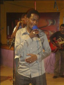 Steven Sogo sur scène (www.akeza.net)