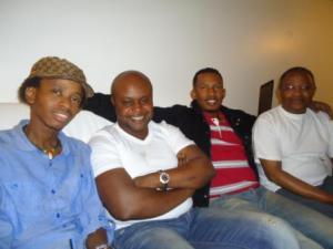 De gauche à droite:Boris Evrard , Kidum , DJ Chento et Africa Nova (www.akeza.net)