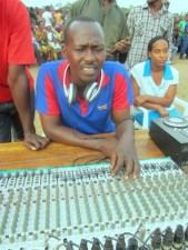 Botchum Pro en ingénieur de son au CMM à Kinama (www.akeza.net)
