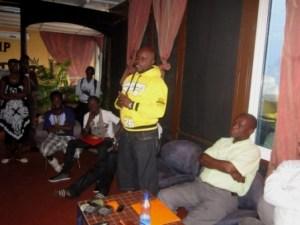 Kidum lors de la réunion (www.akeza.net)