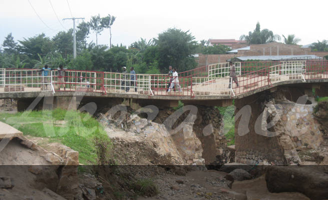 Le pont détruit entre Kibenga et Kanyonsha (www.akeza.net)