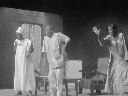 Acteurs sur scène (www.akeza.net)