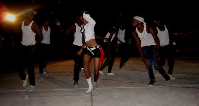 Une des écoles en compétition en pleine action (www.akeza.net)