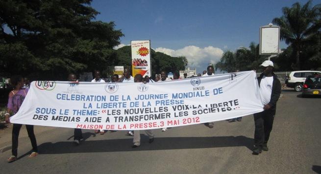 Marche manifestation des journalistes pour la célébration de la journée mondiale de la presse (www.akeza.net)
