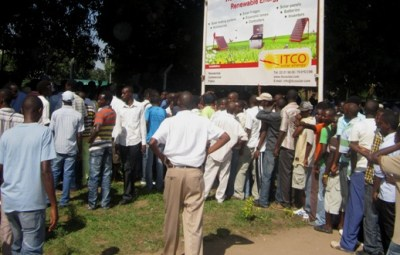 Des fans impatients d'acheter leur ticket d'entrée à 5h du début du match (www.akeza.net)