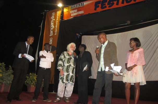 De G à D : Freddy S , Olivier I , Claudio M , Francis M , Joseph NDAYISENGA et Alexandra (www.akeza.net)
