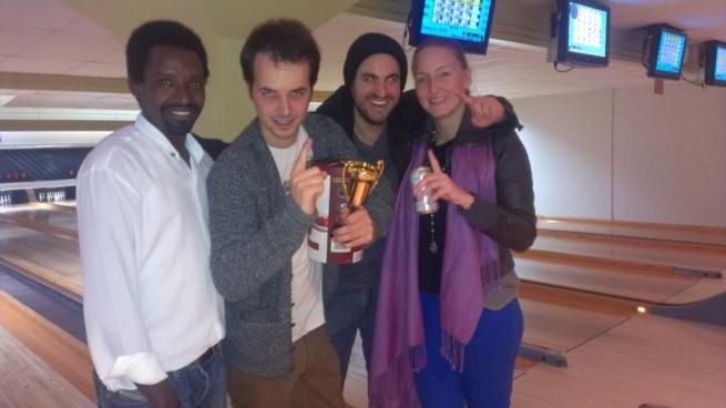 Diomède Niyonzima (extreme gauche) avec des amis (www.akeza.net)