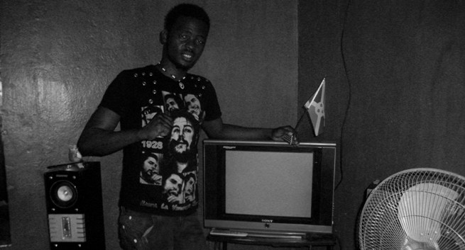 Le rappeur Mkombozi chez lui (www.akeza.net)