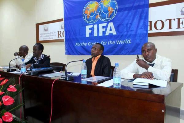 Lydia Nsekera , présidente de la FFB entourée de collaborateurs (www.akeza.net)