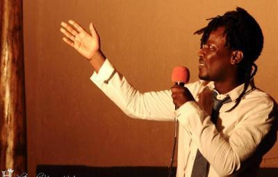 Reynolds Butari , l'auteur de l'article(www.akeza.net)