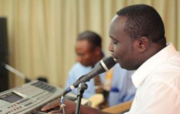 Bonfils NIKIZA , un chanteur burundais évoluant en Israël (www.akeza.net)