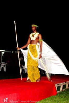Un mannequin portant des vêtements signés Guy Maza (www.akeza.net)