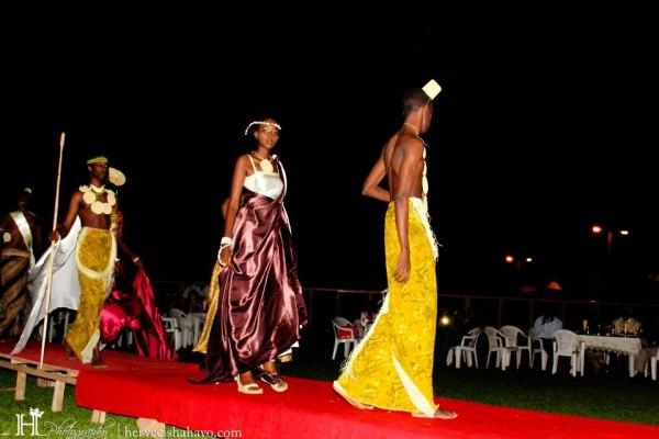 Des mannequins portant des vêtements signés Guy Maza (www.akeza.net)
