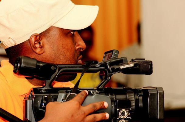 Aristide Muco , co-réalisateur du film ''Intore , entre la danse et l'art de la guerre'' (www.akeza.net)