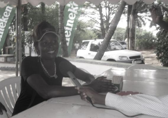 Mlle Gentil Mpuhwenyinshi, championne du ''Burundi Open 2013/''Phase amateur (www.akeza.net)