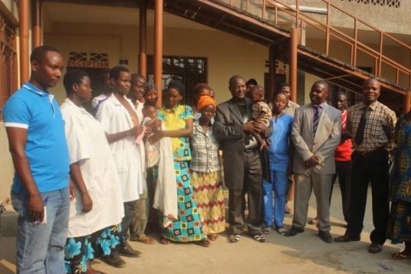 Femi à l'hopital de Kinama (www.akeza.net)