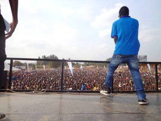 SAT B , sur scène lors d'un concert Primusic à Ruyigi (www.akeza.net)