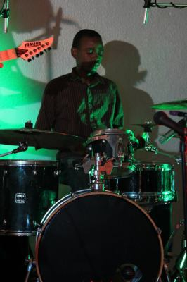 Amadi Nkurikiye , à la batterie (www.akeza.net)