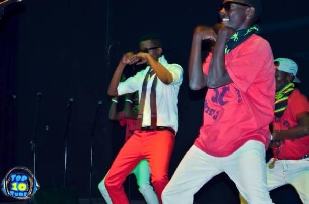 Davy Carmel est entré sur scène sur des pas de danse (www.akeza.net)