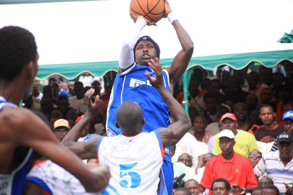 Funny Fabrice Sindayigaya, l' un des joueurs de basketball les plus en vues au Burundi. Photo d' archive.(www.akeza.net)