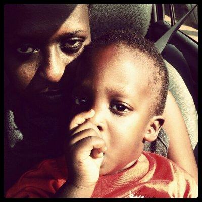 Lilian et son fils Asante qu'elle a eu avec Moses Radio (www.akeza.net)