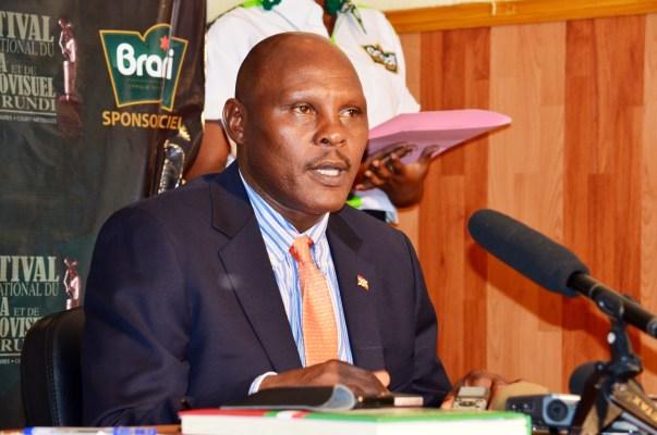 Le FESTICAB lance en pompe les activités de sa 6ème édition (www.akeza.net)  Le FESTICAB lance en pompe les activités de sa 6ème édition /Sur la photo le ministre de la Culture Adolphe Rukenkanya (www.akeza.net)