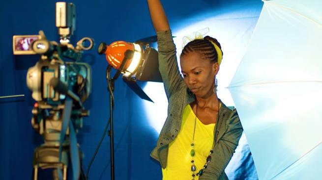Lynda Brown lors d' un tournage ©Wide communications