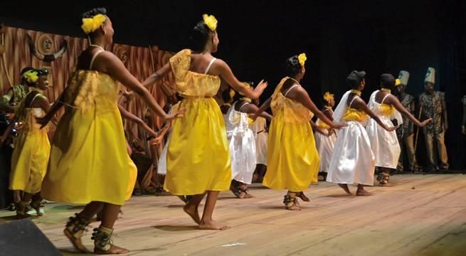 Performance du club culturel INTATANA (www.akeza.net)