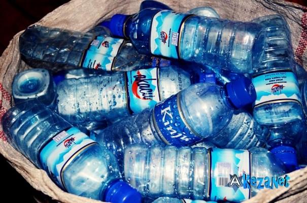 Les  plastiques  en attente de transformation.(www.akeza.net)