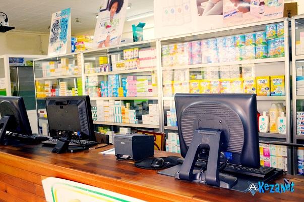 A l'intérieur de la pharmacie SALAMA.(www.akeza.net)