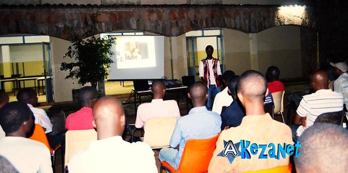 Les membres du club RFI Bujumbura en plein séance.(www.akeza.net)