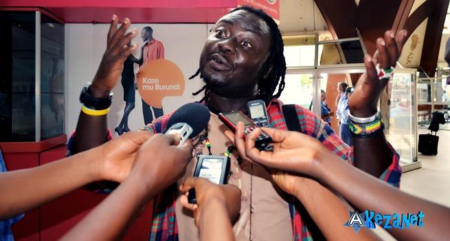 Alain Nova répond aux questions des journalistes © Akeza.net