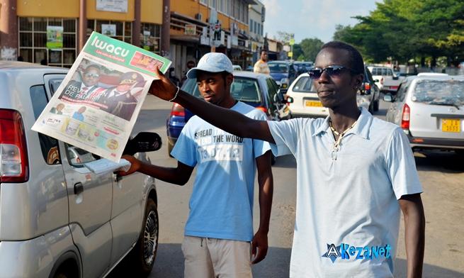 Les vendeurs de journaux.©Akeza.net