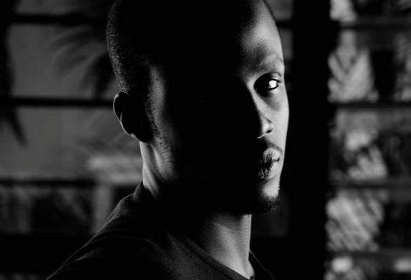 Nelson Niyakire, le peintre.©Chris Schwagga