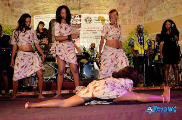 Les danseuses de Natacha à l'œuvre ©Akeza.net