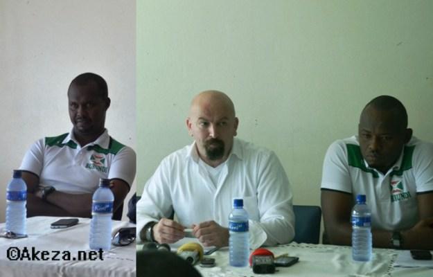 Ahcene Ait-Abdelmalek  sélectionneur national, entouré par ses adjoints  Jimmy Ndayizeye et Cedric Kaze remerciés. ©Akeza.net