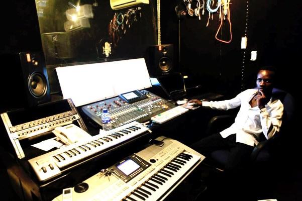 Le producteur Lhyser Classic au studio.(www.akeza.net)
