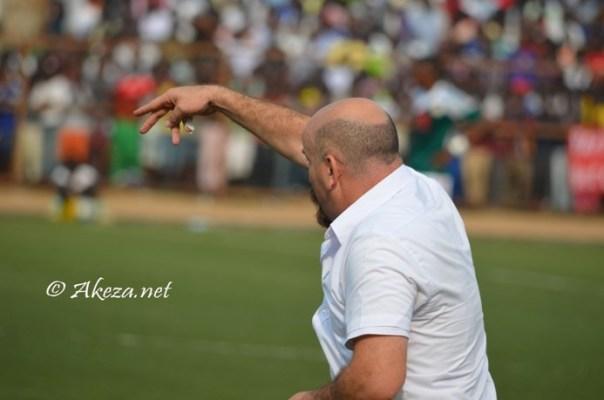 Ahcène Ait Abdelmalek en train de diriger un match © Akeza.net