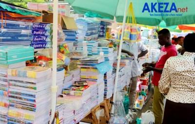 Shop de matériel scolaire/cahiers ©Akeza.net