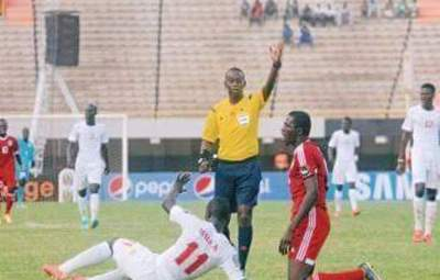 Thierry Nkurunziza arbitre un match international