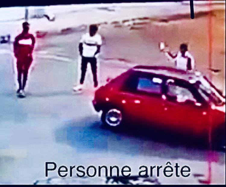 طنجة.. إلقاء القبض على احد الاشخاص يحدث فوضى بالشارع العام ويلحق خسائر مادية بسيارة نفعية حمراء اللون بحي السواني باستعمال السلاح الأبيض.