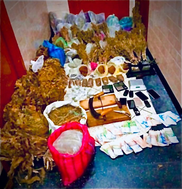 #طنجة.. توقيف ثلاثة أشخاص من بينهم فتاة قاصر لتورطهم في قضية تتعلق بحيازة وترويج المخدرات