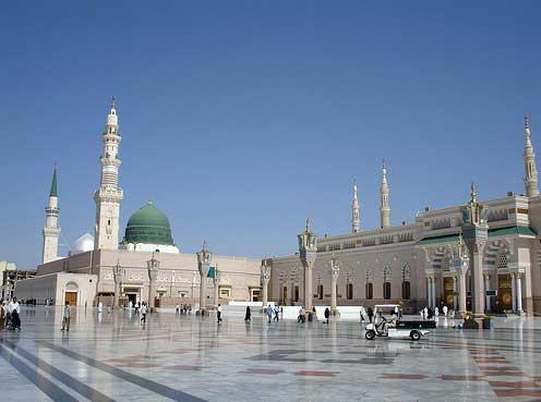 Kubah Hijau Masjid Nabawi dari sebelah Timur