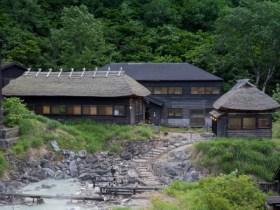 乳頭温泉郷「黒湯温泉」(仙北市田沢湖)